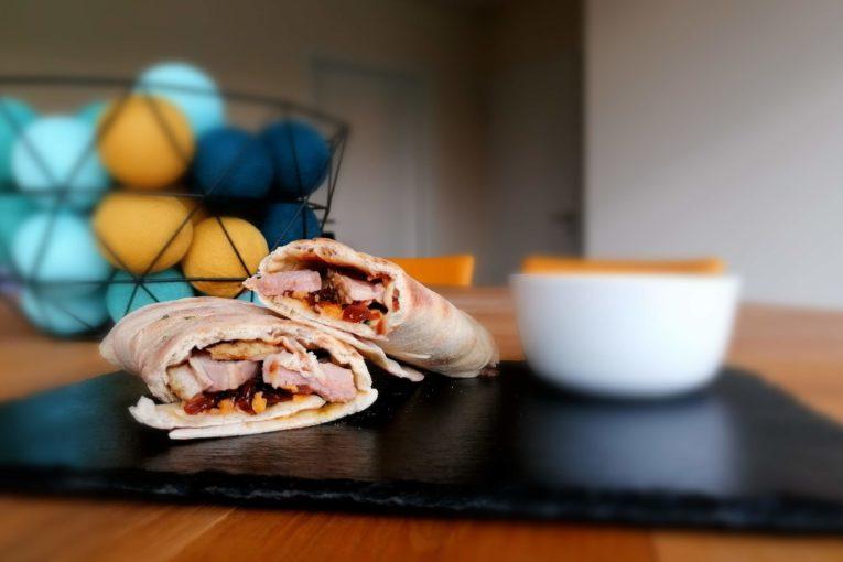 Quesadillas de covlert, oignons caramélisés cheddar et sauce mangue